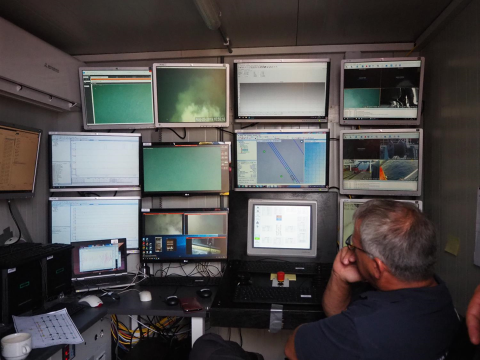 The performance of Apollo II on the seabed is closely followed on monitors in the control room. Photo Laurens de Jonge