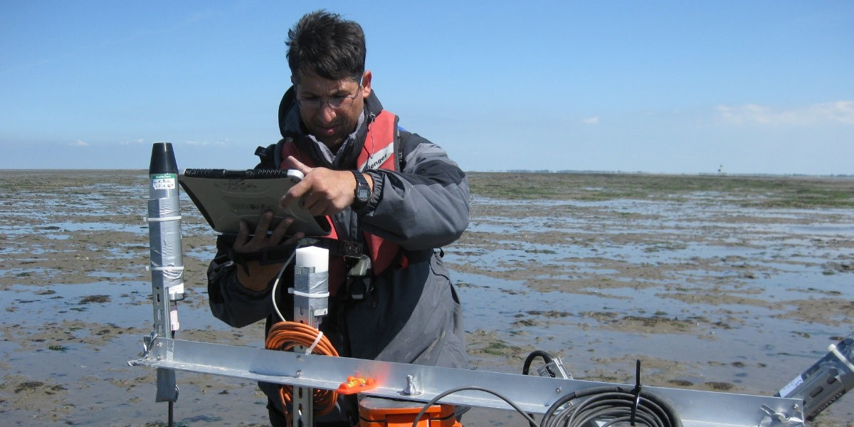 High-tech on the mudflat
