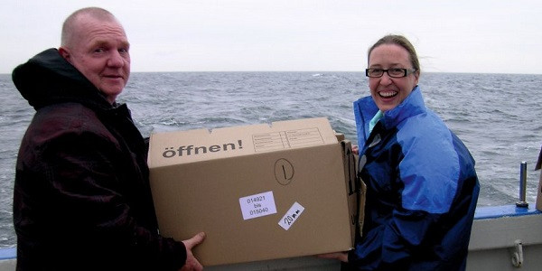Roel van der Heide and Darci Rush are ready to deploy the drifters (the box stayed on board).