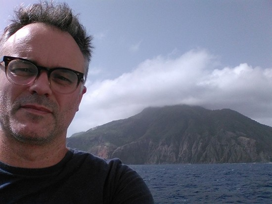 Sampling for seawater chemistry around the island of Saba (Dutch Antilles) to quantify calcification in the field.