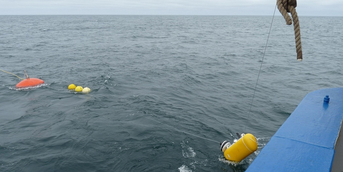 Deployment of the mooring with traveller (lower right)