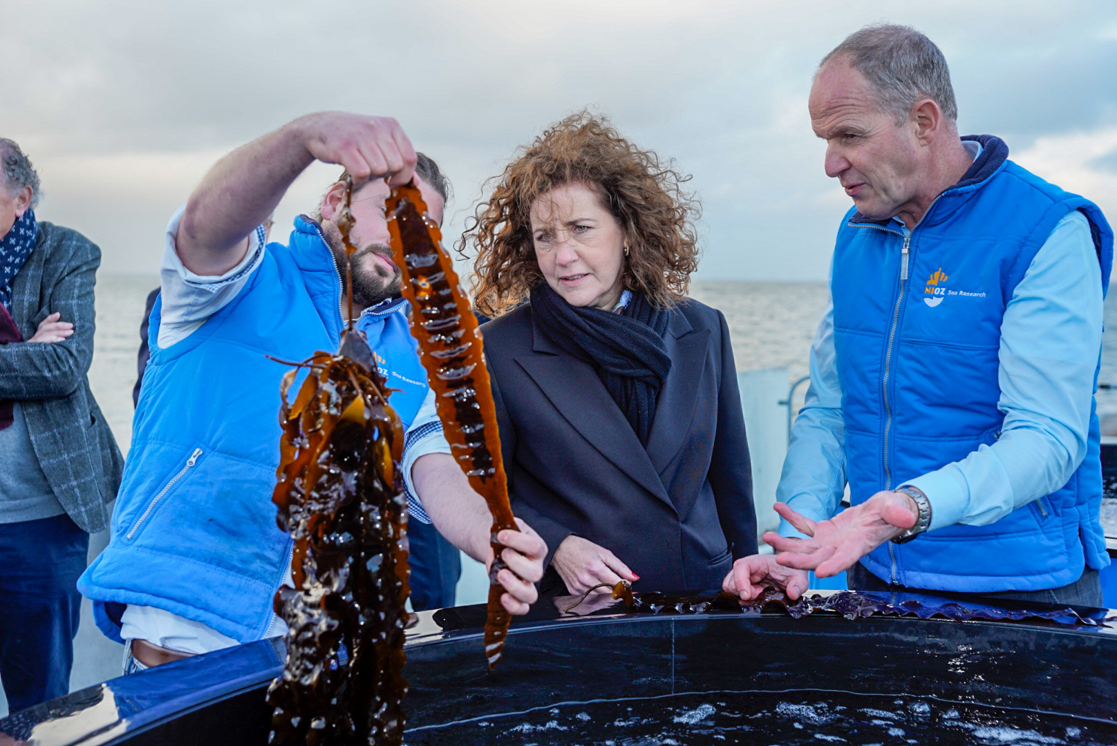 "Seaweed is the crop of the future. ""PhD candidate Alexander Ebbing and head of department Klaas Timmermans show the minister how seaweed is cultivated at NIOZ in Yerseke. Photo: Ernesta Verburg."