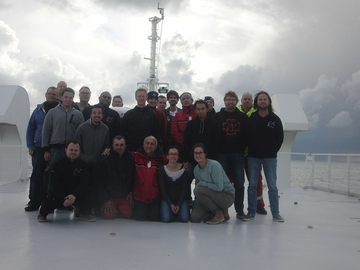 All attendees of this cruise. Names from left to right starting upper left: Freddy, Rik, John, Bert, Chiu, Patrick, Leon, Leo, Karin, Barry, Peter, Rob, Afrizal, Martin, Pieter, Cor, Len, Aleks, Norberto, Sander, Sarah, Daniëlle.