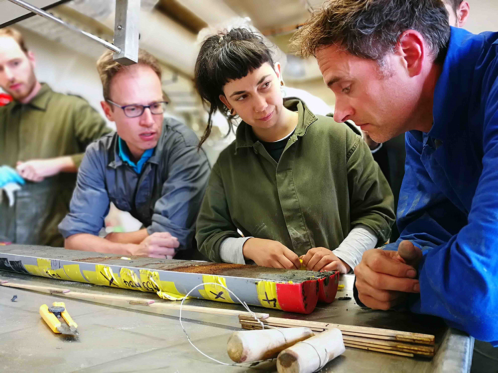 Researchers evaluate a sediment core taken on one of our hotspots in the North Sea. Photo: Sylvia Walter.