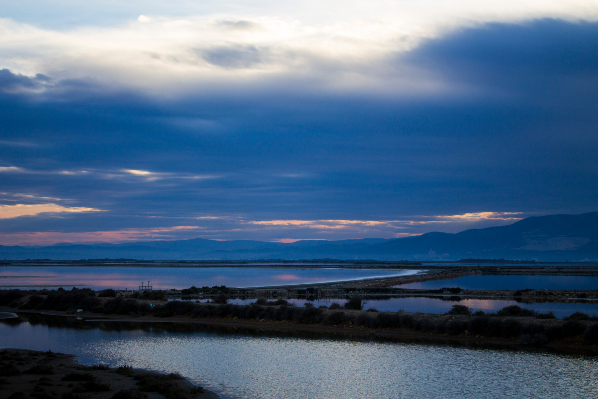 Punta de la Banya in the Ebro Delta. This may have been about the view (with the sunset behind the mountains) that Ravi had when he arrived here yesterday evening. Photographer: Xavier Grané Feliu.