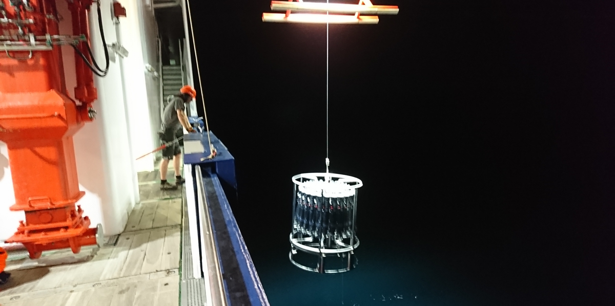 Water sampling by night