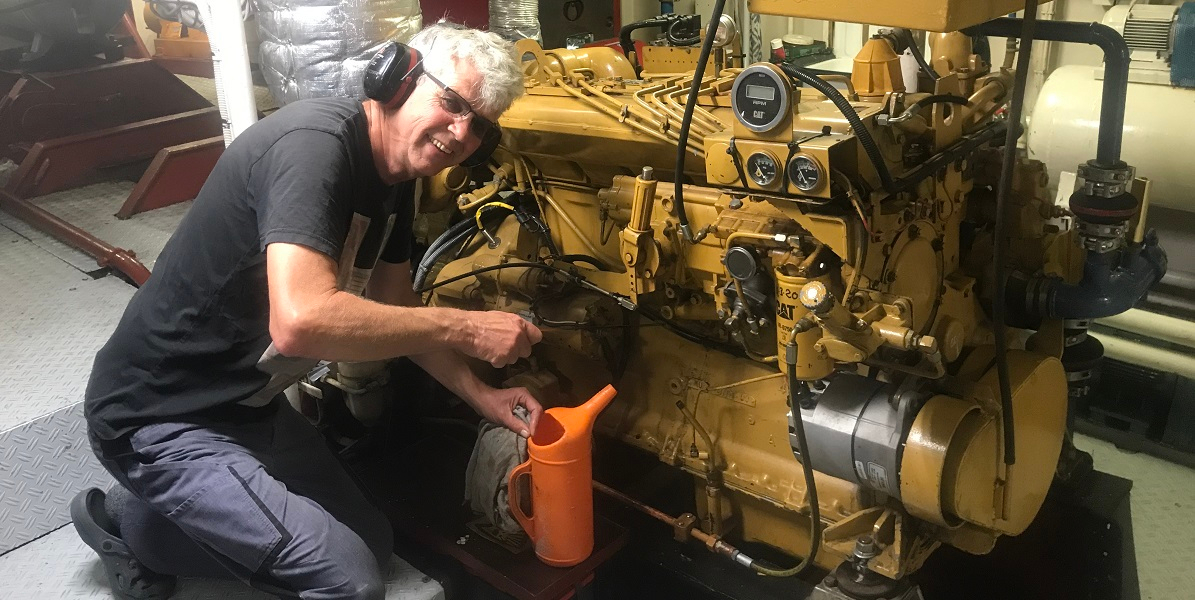 Mechanic Hein de Vries on RV Navicula
