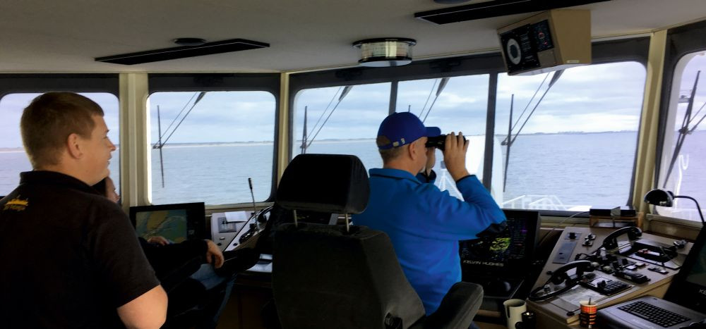 Captain John Ellen and second officer Rick van Katwijk are keeping an eye on the traffic in the Marsdiep channel.