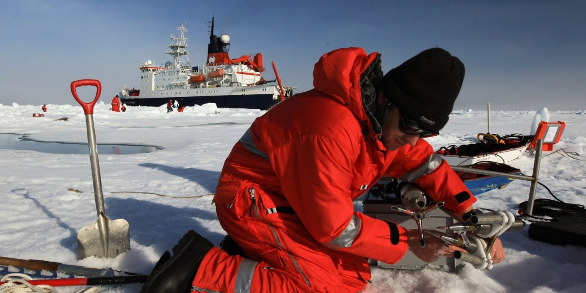 Working on Arctic ice from RV Polarstern (AWI)