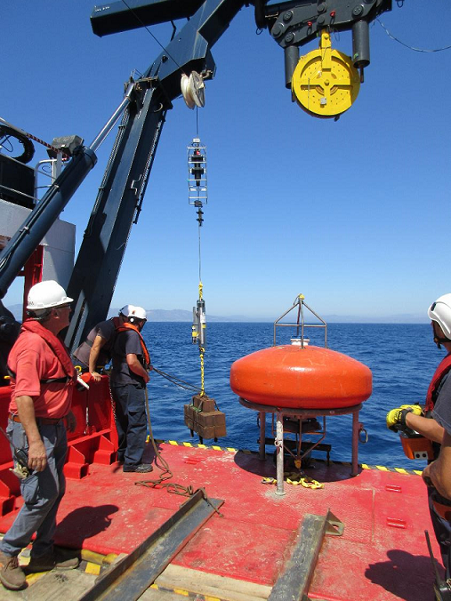 Deployment of moored sensors for monitoring Apollo II sediment plume and underwater noise. Photo Henko de Stigter.